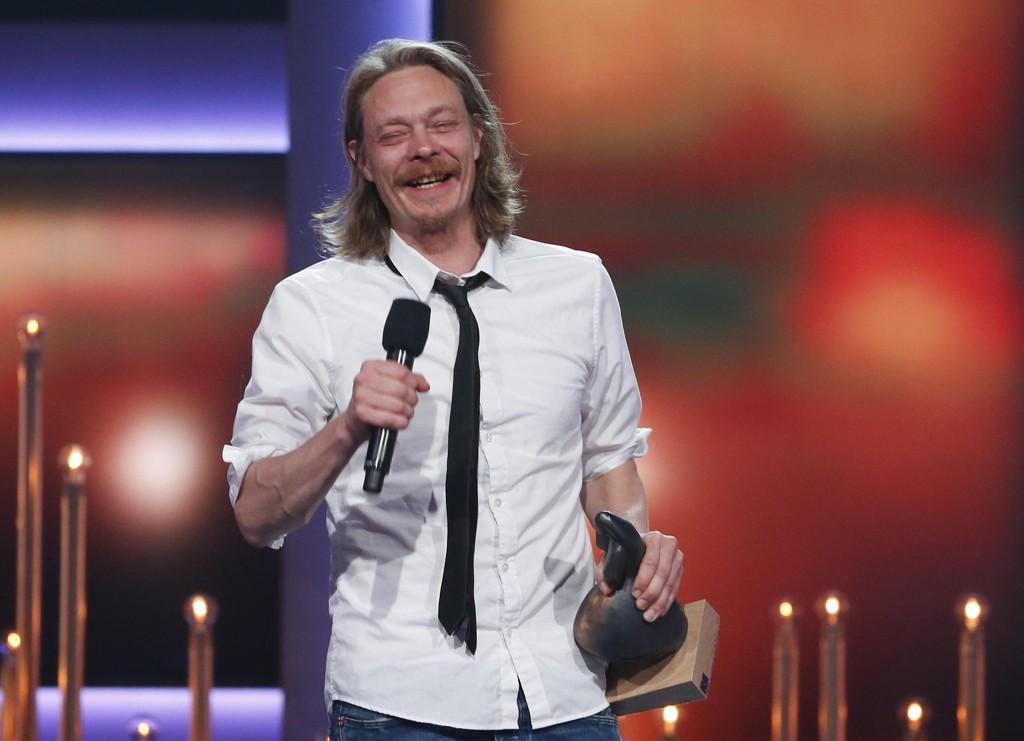 Kristoffer Joner holder takketale etter å ha mottatt Amandaprisen 2017 for beste mannlige skuespiller i Haugesund.