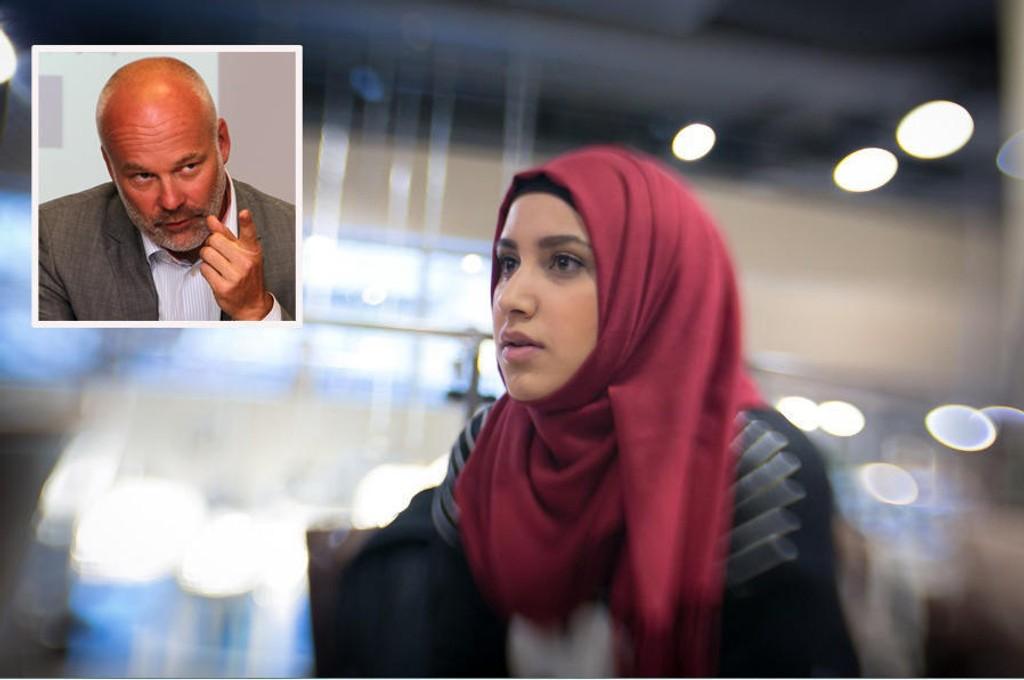 Kringkastingssjef Thor Gjermund Eriksen understreker forskjellen på et opplysningsprogram og et nyhetsprogram i forbindelse med klagestormen mot Faten Mahdi Al-Hussainis hijabbruk i NRK.