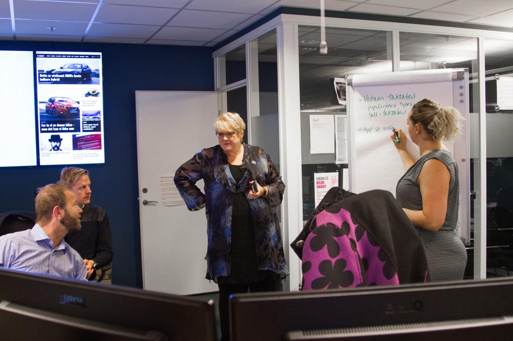 Venstre-leder Trine Skei Grande frykter betydelig økte skatter dersom arbeidsuken kortes fra 37,5 til 30 timer. Mandag var hun gjesteredaktør i Nettavisen - her fra redaksjonens morgemøte.