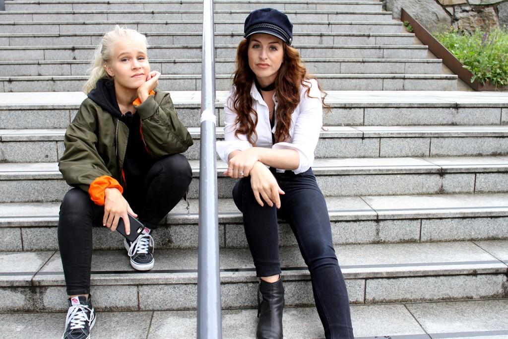 Astrid-Helen Holm (t.v.) og Anne Victoria Frogner står bak Pistolklubben.