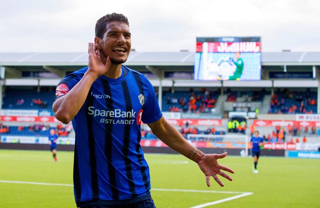 MÅLFARLIG MANN: Stabæks Ohi Omoijuanfo kunne feire 0-1 og mål nummer 15 i eliteseriesesongen borte mot Aalesund.