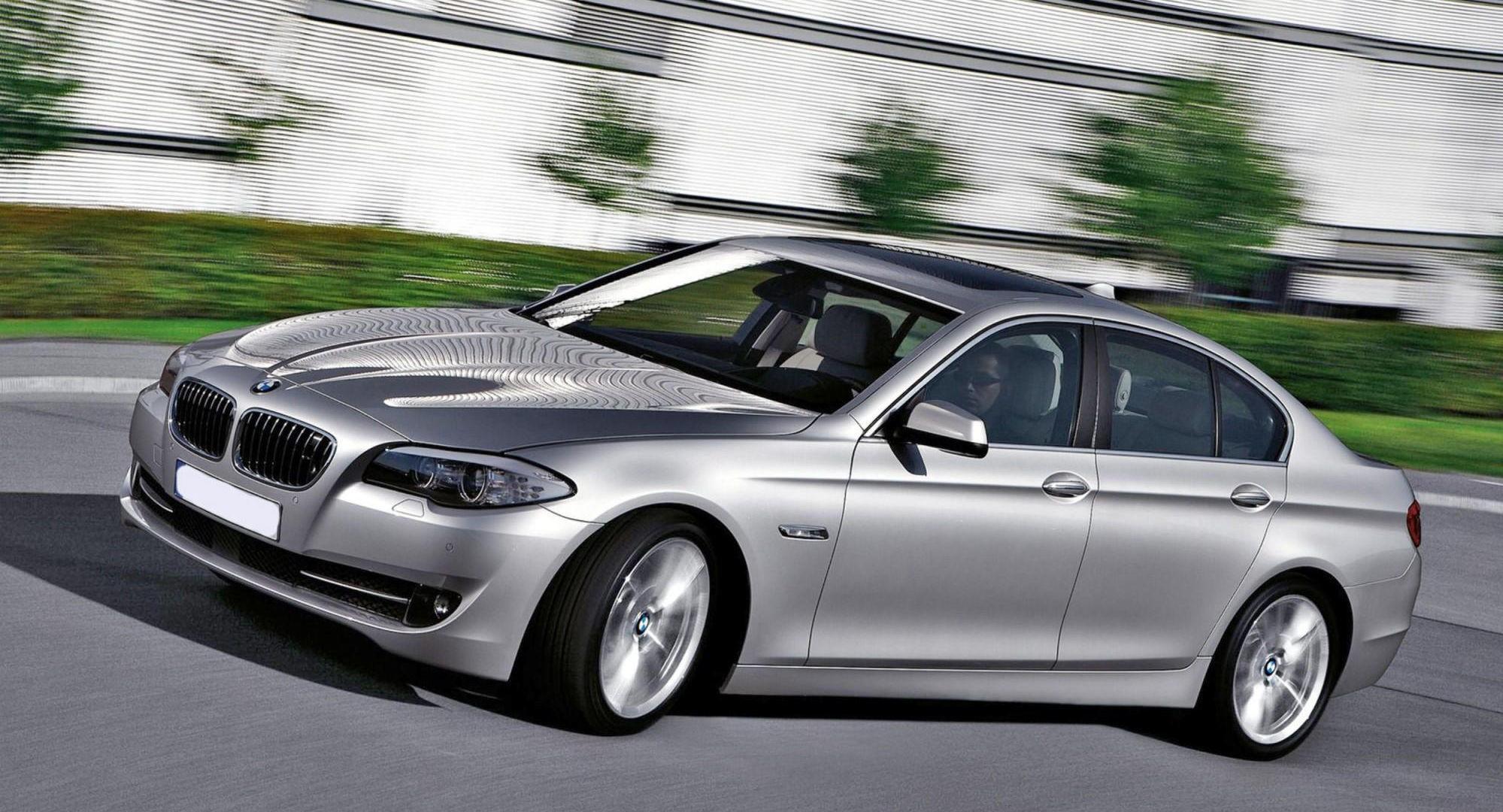 Forrige generasjon av BMW 5-serie har vært en stor suksess, blant annet fordi den kom i så mange ulike varianter. En av de som byr på ekstreme ytelser er 550i. Den kunne bestilles uten M-styling og med sine 408 hk er det en skikkelig «sleeper».