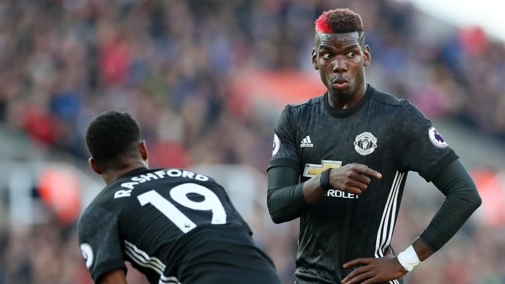 RØD: Paul Pogba stilte opp med en rød stripe i håret mot Stoke. Det fikk Garth Crooks til å reagere.