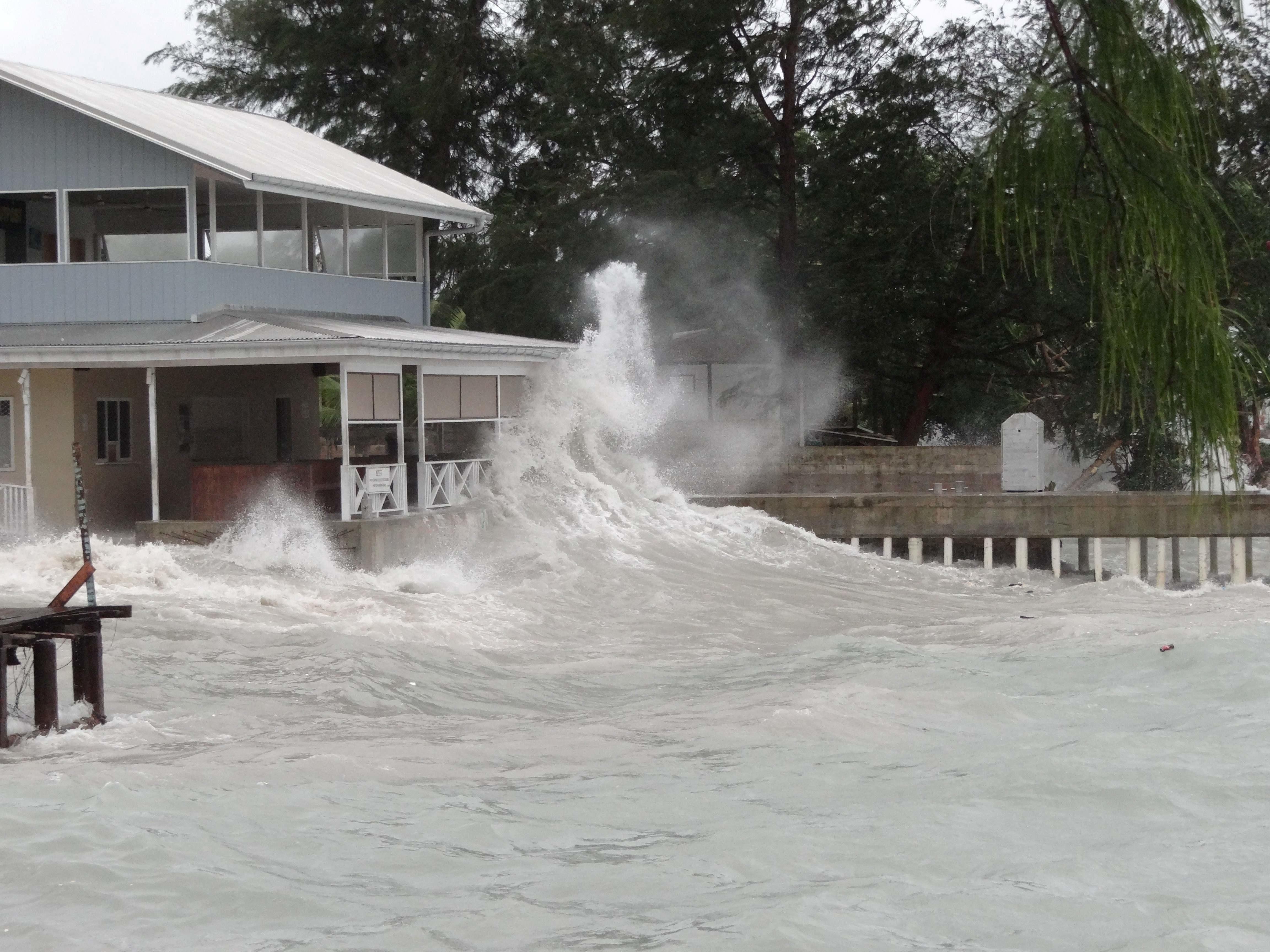 MARSHALLØYENE: En restaurant ved en strand i Majuro møter havet. Klimaendringene vil ramme Stillehavet hardt, antas det.