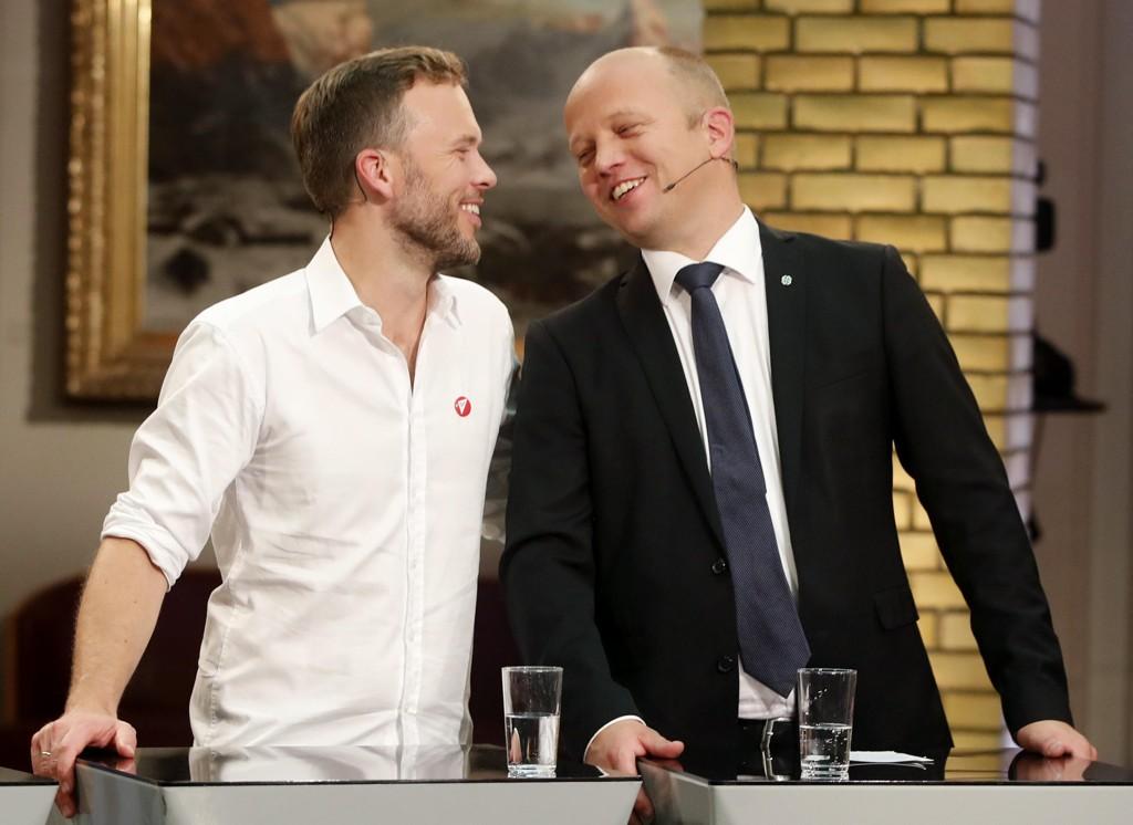 VANT VELGERNE, FLERTALLET GLAPP: Audun Lysbakken (SV) (t.v.) og Trygve Slagsvold Vedum (Sp) under debatten med partiledere i vandrehallen på Stortinget etter at valgresultatet av Stortingsvalget 2017 er ferdig.