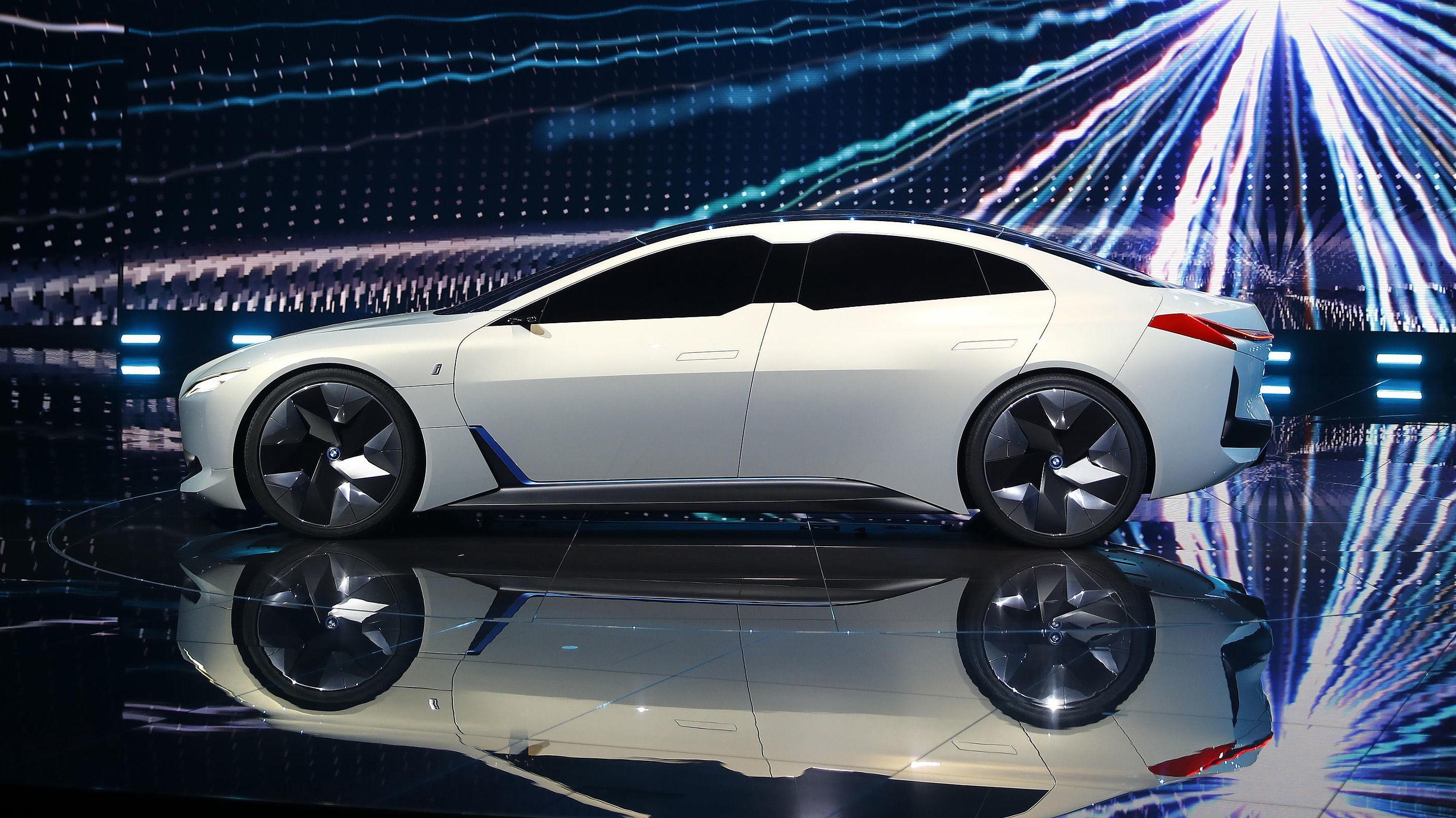 Slik viser BMW sitt kommende familie-elbil konsept.