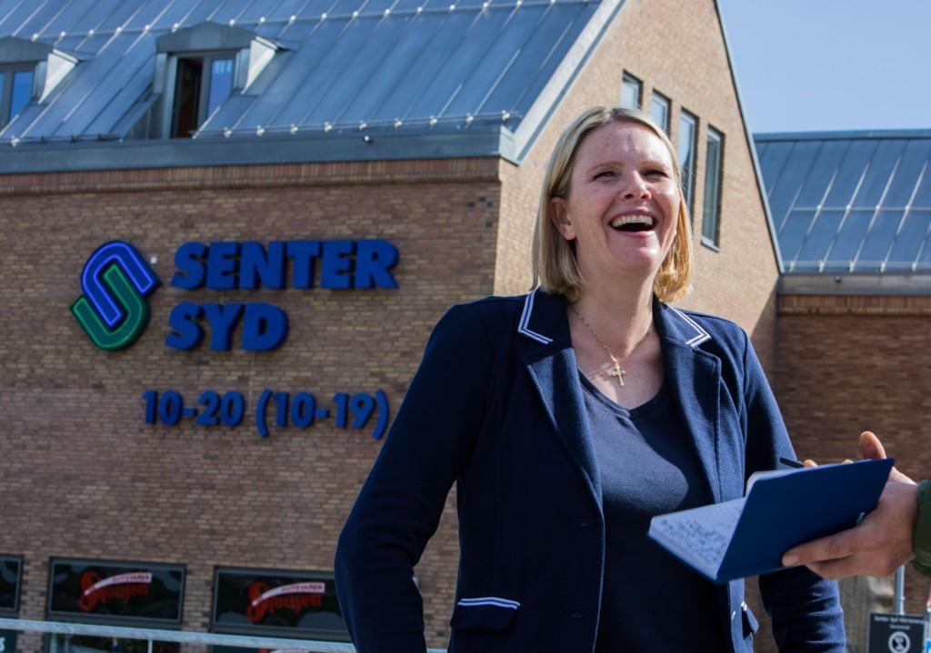 Innvandrings- og integreringsminister Sylvi Listhaug (FrP) og onnvandringspolitikk sørget for Frp-seier på sosiale medier. Her besøker hun Manglerud politistasjon.