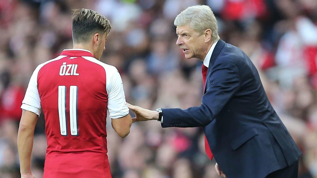 KAN MISTE NY STJERNE: Arséne Wenger må forberede seg på at Mesut Özil kan forsvinne.