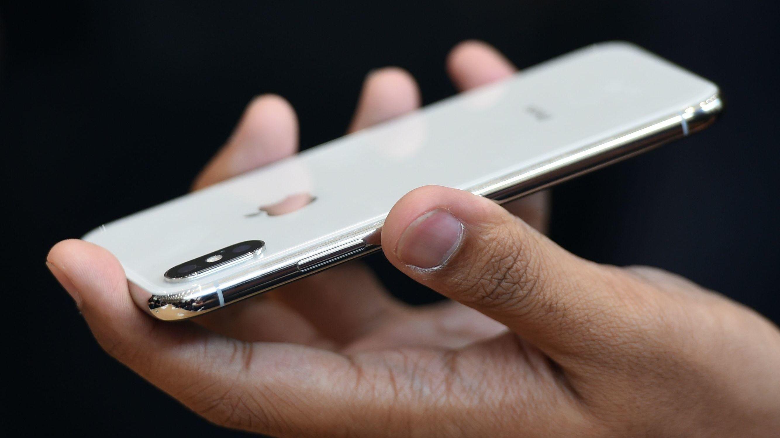 IPHONE X: Apple har avduket mobilnyheten iPhone X (uttales «iPhone 10») . Utførelsen i glass og aluminium gjør det nå mulig å lade mobilen trådløst.