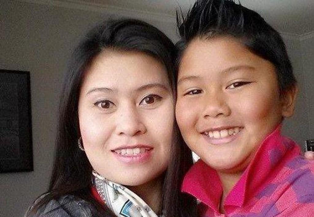 BLE DREPT: Pimsiri Songngam (37) og sønnen Petchngam Songngam (12) ble skutt og drept i sitt hjem. Pimsiris ektemann er dømt for drapene.