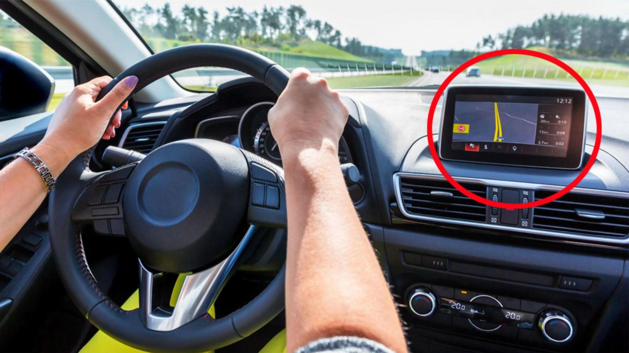 Navigasjonsanlegg har blitt vanlig i biler, men praksisen på oppgraderinger er svært forskjellig. Illustrasjonsbilde.