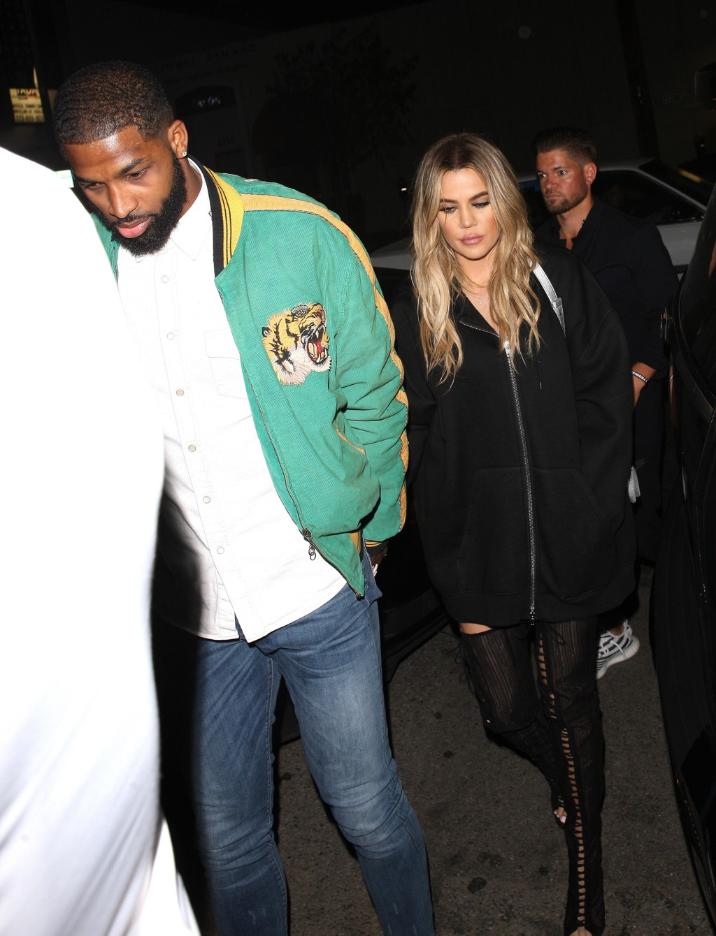 Khloe Kardashian sammen med kjæresten Tristan Thompson. De to skal angivelig vente barn sammen, i likhet med Khloes yngre halvsøster Kylie Jenner.