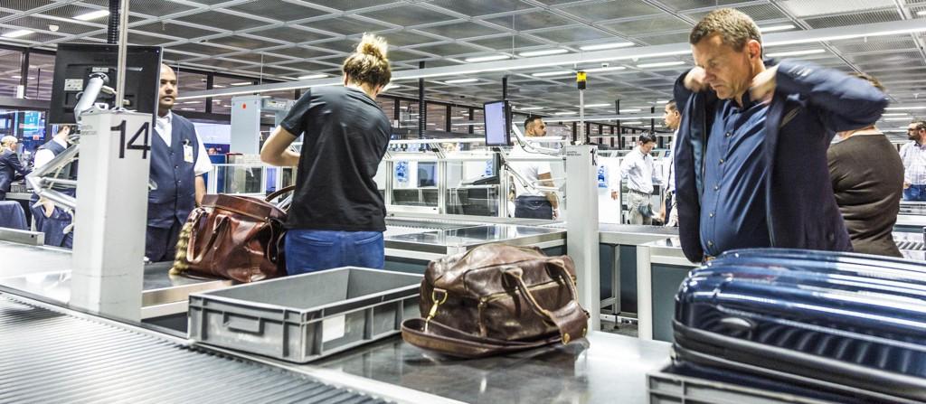 STRENGERE KONTROLL: Fra 26. oktober 2017 strammes reglene inn for passasjerer som skal reise inn til eller over USA, også ved norske flyplasser. Bildet er fra Frankfurt internasjonale lufthavn.