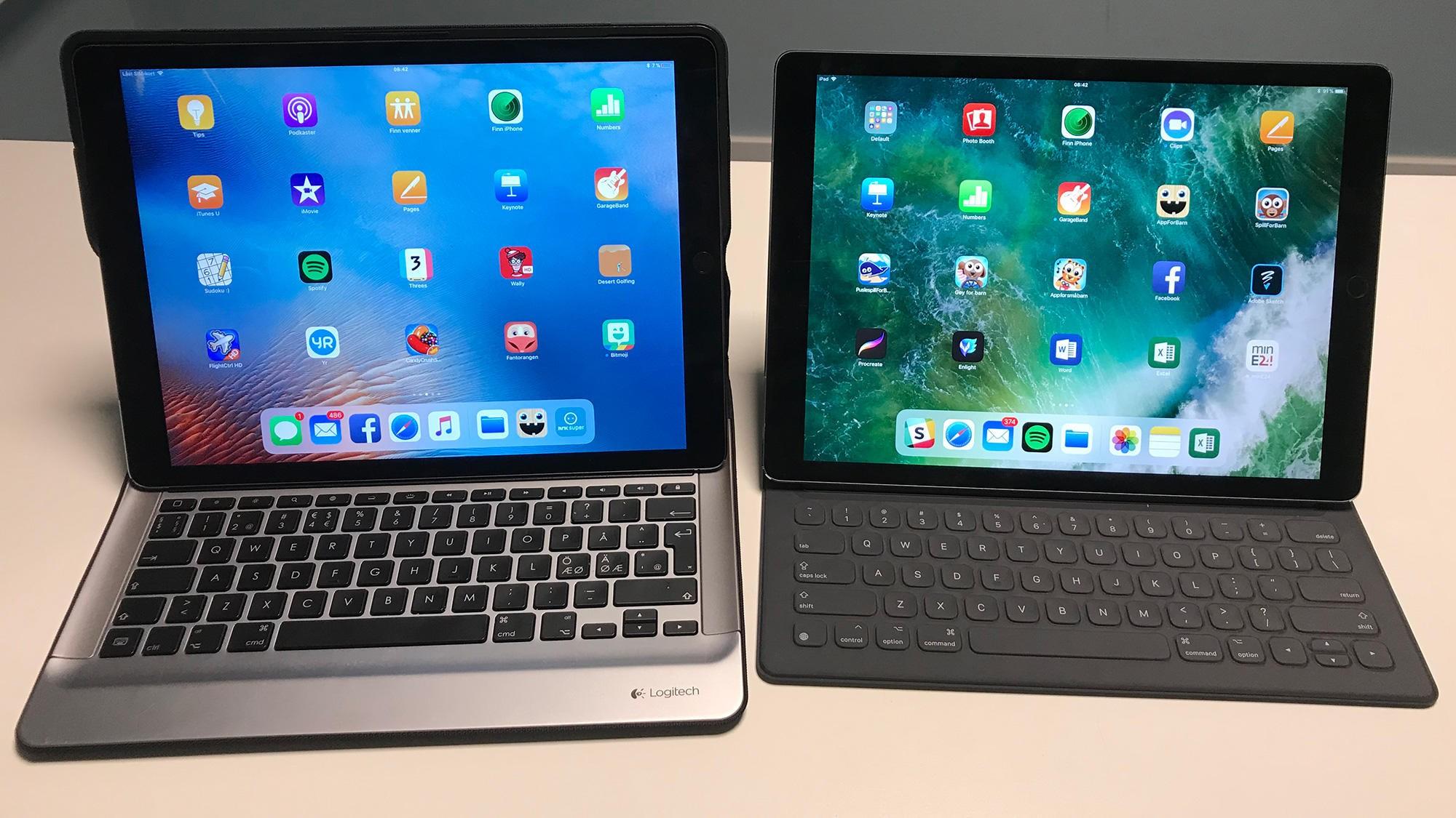 Gamle iPad Pro til venstre, og nye iPad Pro til høyre. De fysiske forskjellene er nærmest fraværende, det eneste som virkelig avslører nye generasjon er et større kamera på baksiden.