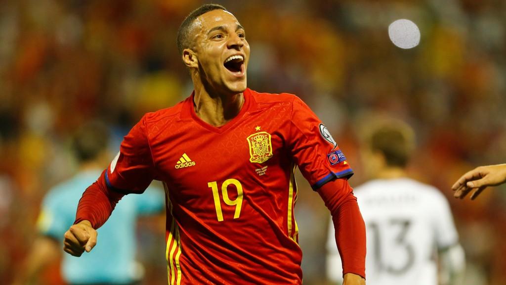 BREDE SMIL: Rodrigo har hatt en fabelaktig sesong for Valencia så langt.
