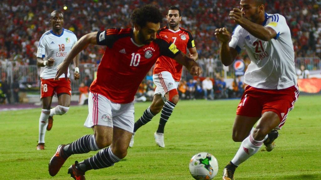 DEN STORE HELTEN: Mohamed Salah scoret vinnermålet dypt inne i overtiden, og sendte Egypt til VM.