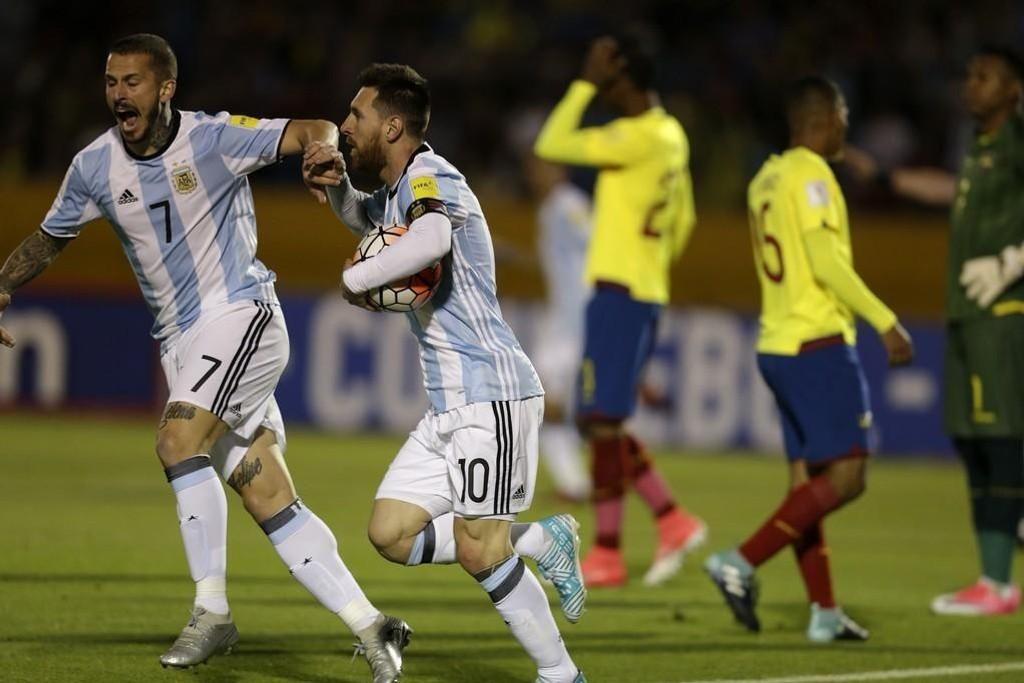 Argentinas Lionel Messi tok saken i egne hender i den avgjørende kampen mot Ecuador.