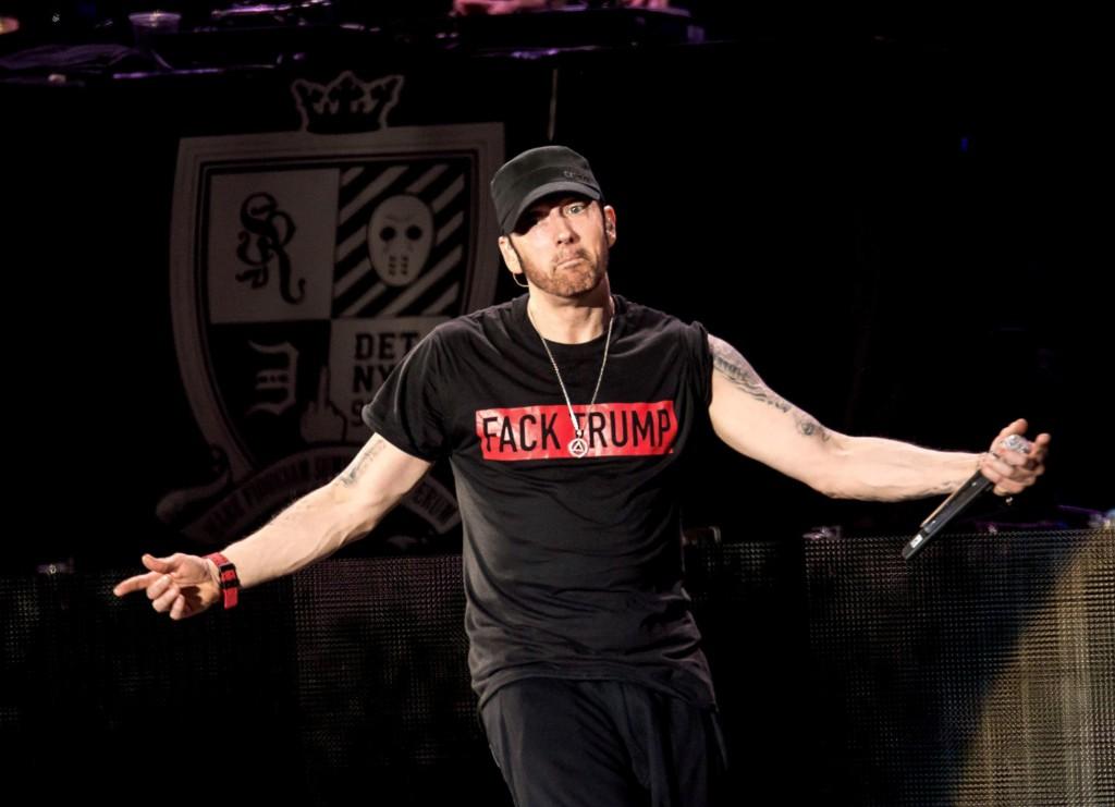 KLAR TALE: Den amerikanske rapperen Eminem går hardt ut mot USAs president Donald Trump. Dette bildet er fra en festivalopptreden i august.