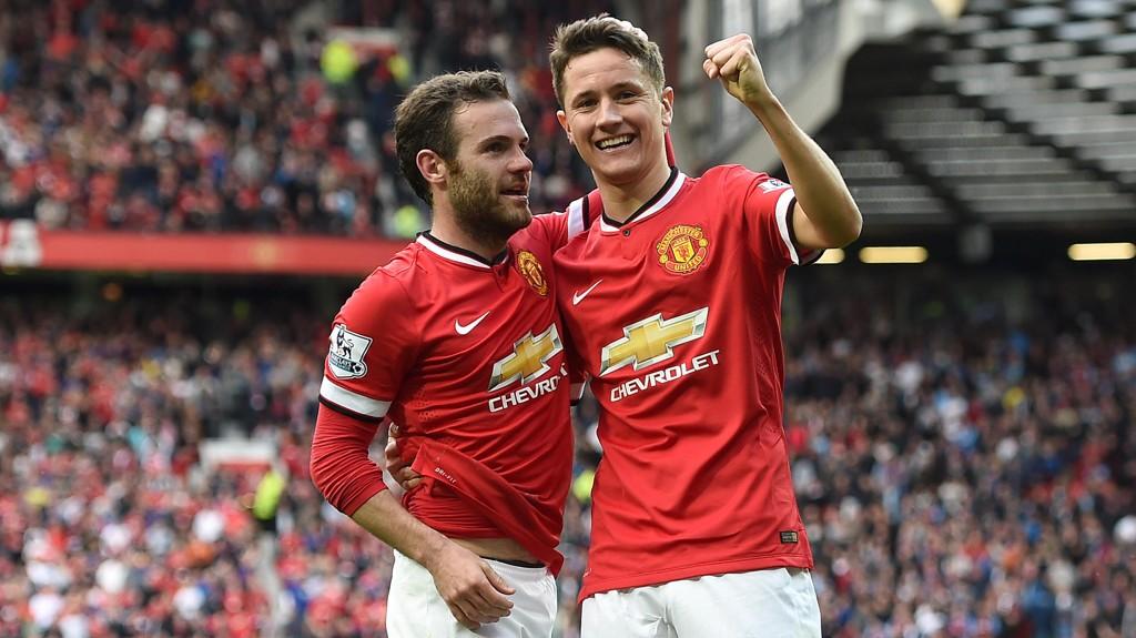 BREDE SMIL: Juan Mata og Ander Herrera nærmer seg nye kontrakter i Manchester United.