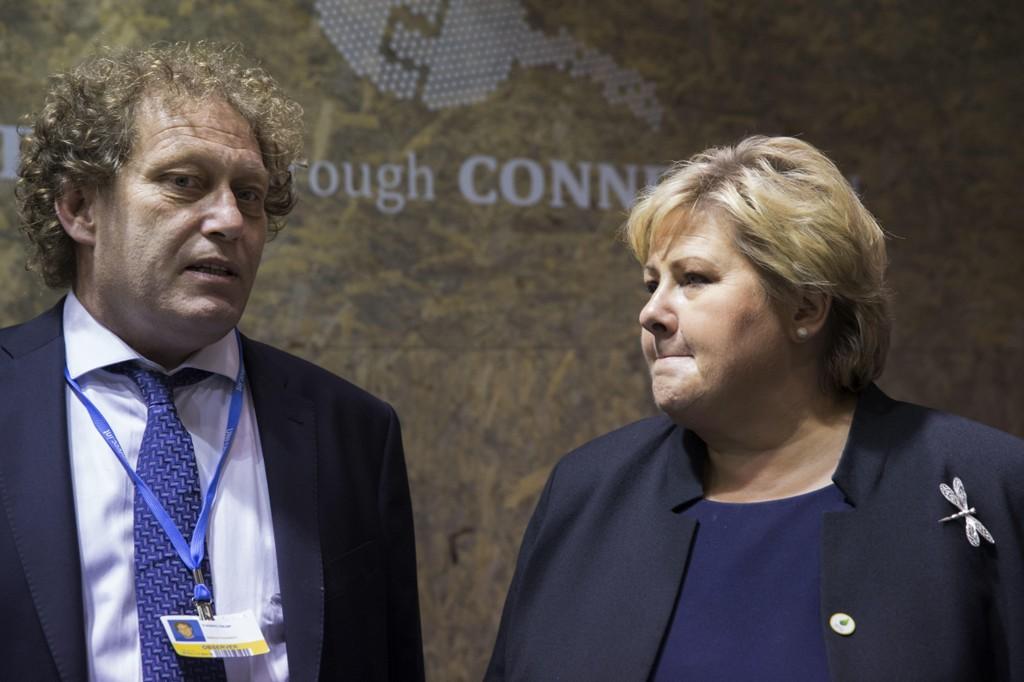 Bellona-leder Frederic Hauge synes forslaget er sjokkerende. Her i passiar med statsminister Erna Solberg under FNs klimakonferanse i Paris 2015.