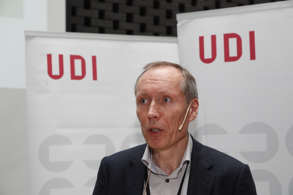 FÆRRE søker asyl i Norge. Det fører til at UDI må kvitte seg med mellom 150 og 200 midlertidig ansatte.