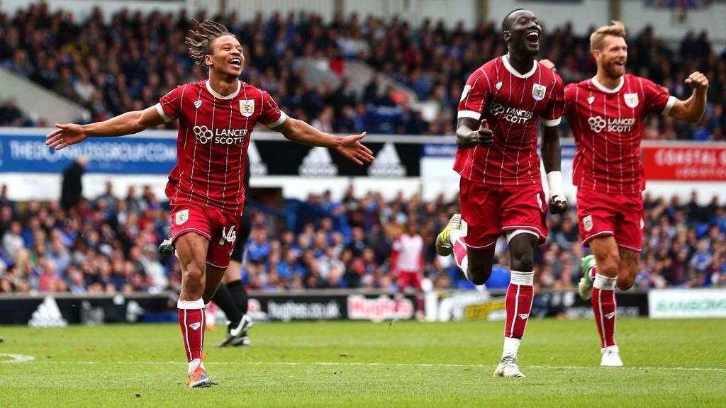Bristol City-spillerne jubler etter at Bobby Reid (t.v) scorer det avgjørende 3-1 målet for laget i siste bortekamp mot Ipswich.