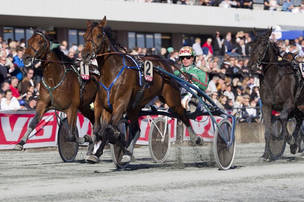 Björn Goop er svært sentral på hjemmebanen Färjestad fredag. foto_Roger Svalsr¿d_hesteguiden.com