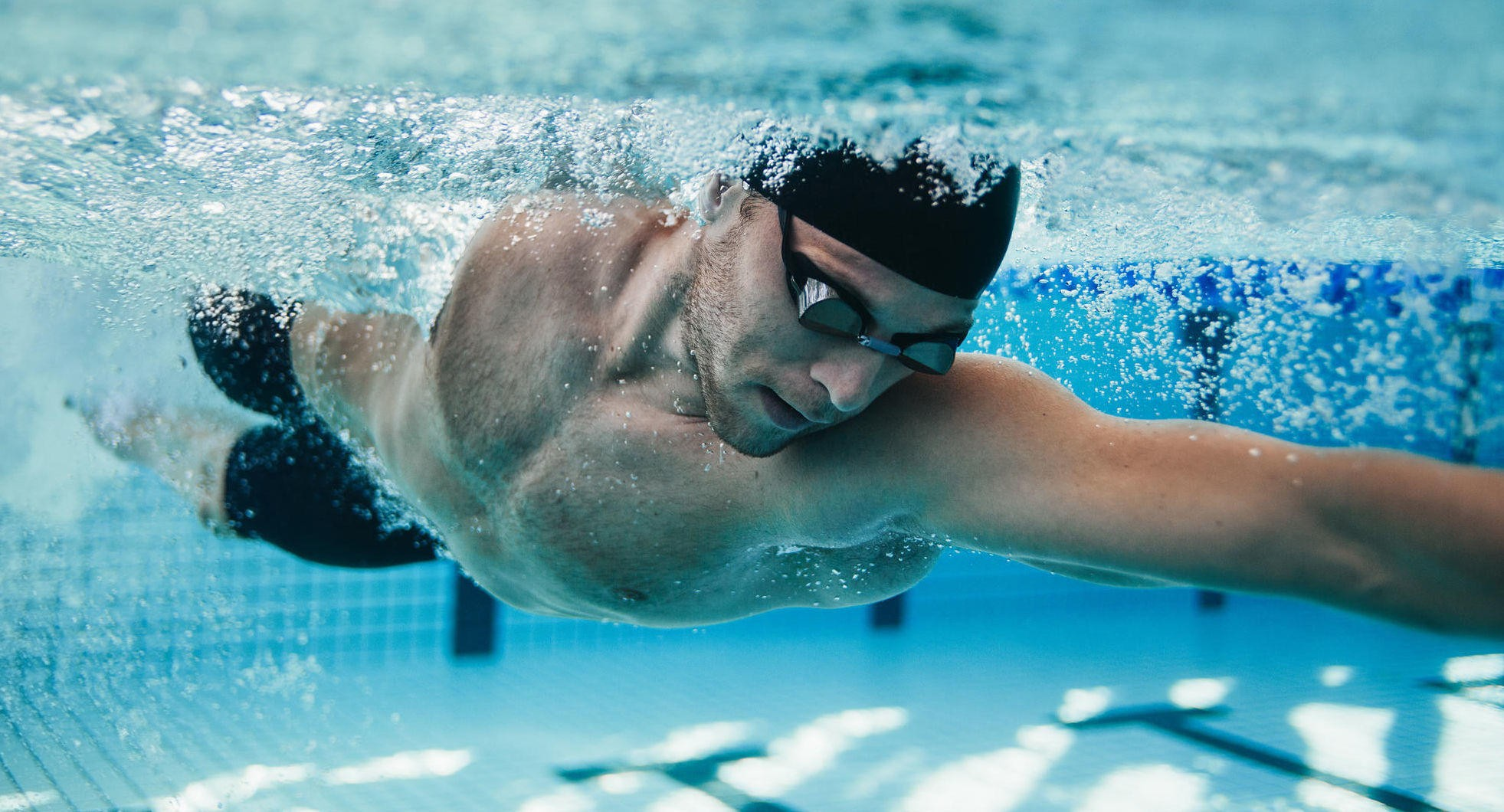 «DEN PERFEKTE TRENINGEN»: Svømming sliter ikke på kroppen, aktivisere nær sagt alle muskler i kroppen og er også aerob trening dersom du tar litt og holder på i en 30-40 minutters tid.