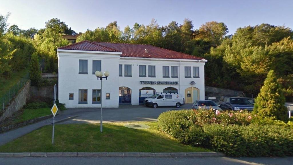 REKORDLAV RENTE: 1,39 i effektiv rente er hva den lille lokalbanken Tysnes Sparebank, kan tilby sine kunder. På én betingelse. Foto: Google Maps