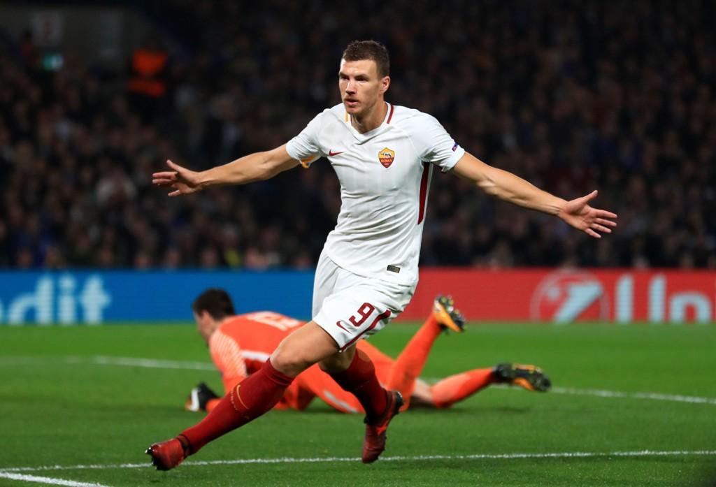 SCORET TO: Edin Dzeko og Roma spilte en fantastisk kamp borte mot Chelsea.