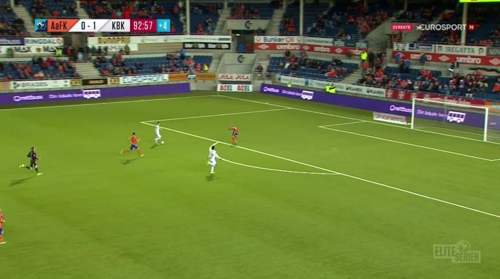 KJEMPESJANSE: Kristiansund fikk en gedigen mulighet til å punktere kampen. Like etter gikk Aalesund opp og scoret.