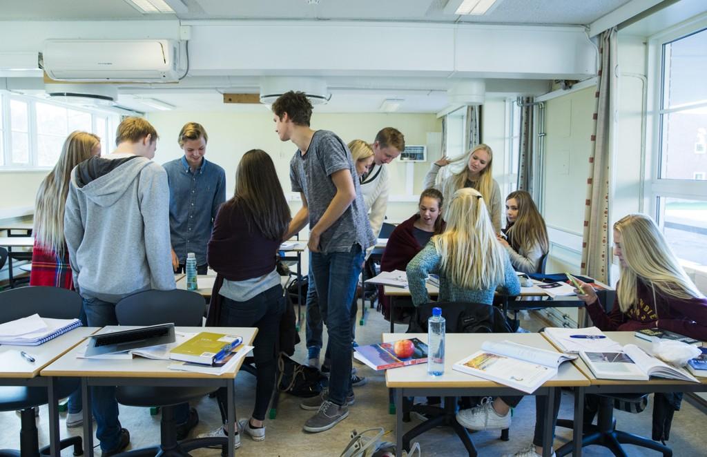 Elevene på Øygard ungdomsskole i Sandnes får ikke lenger klemme hverandre eller ha fysisk kontakt i friminuttene. Illustrasjonsfoto: Berit Roald / NTB scanpix