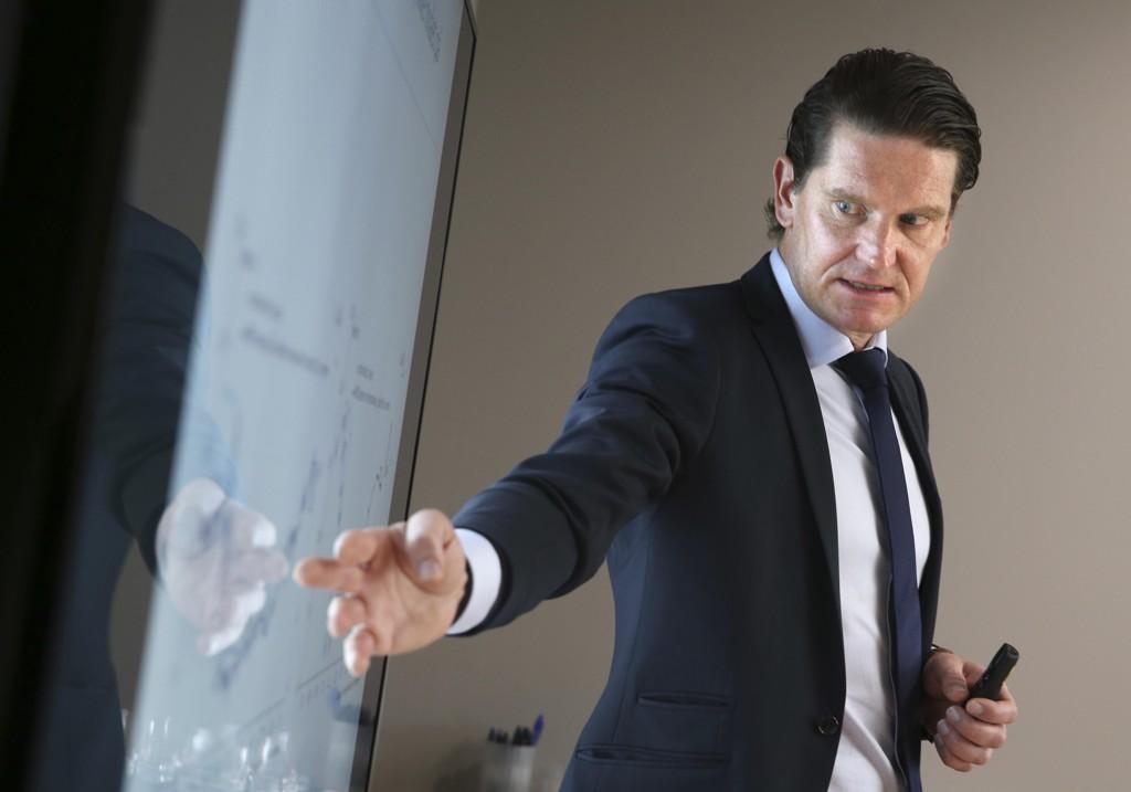 Sjeføkonom i Nordea Kjetil Olsen tror på fortsatt fremgang for norsk økonomi. Her på en pressekonferanse om norsk og internasjonal økonomi i 2016.