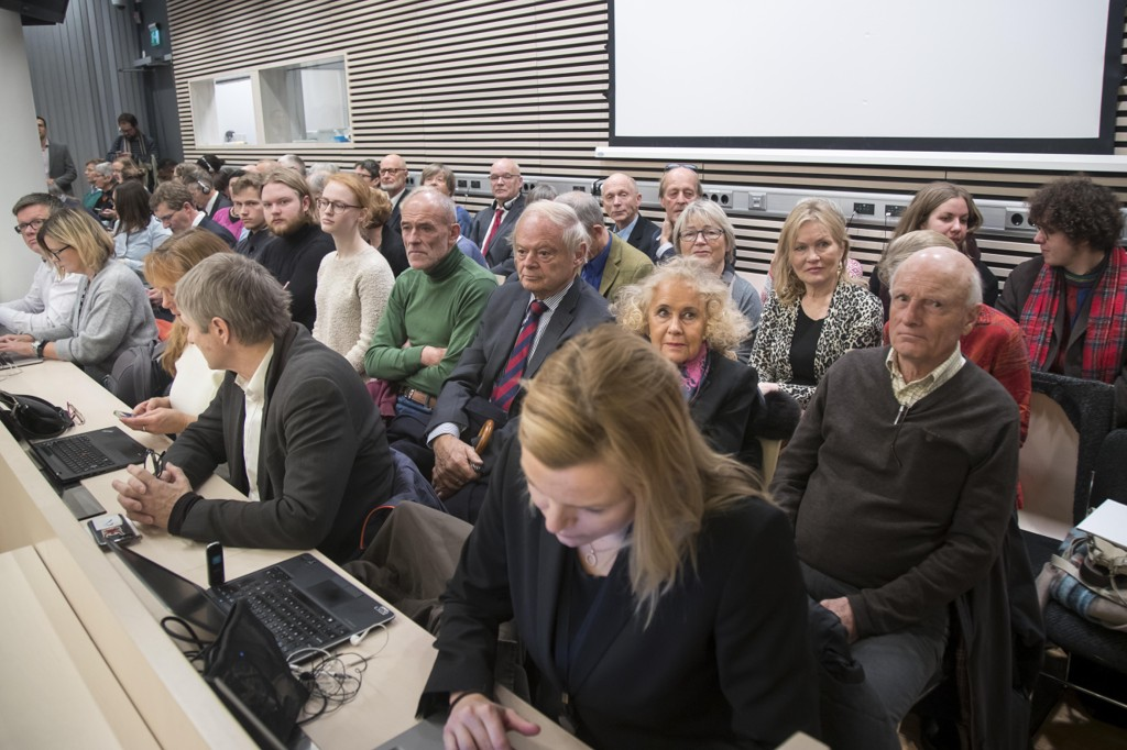 Rettssal 250 i Oslo tingrett var smekk full tirsdag under rettssaken som Greenpeace, Natur og Ungdom og Besteforeldrenes klimaaksjon har anlagt mot staten.
