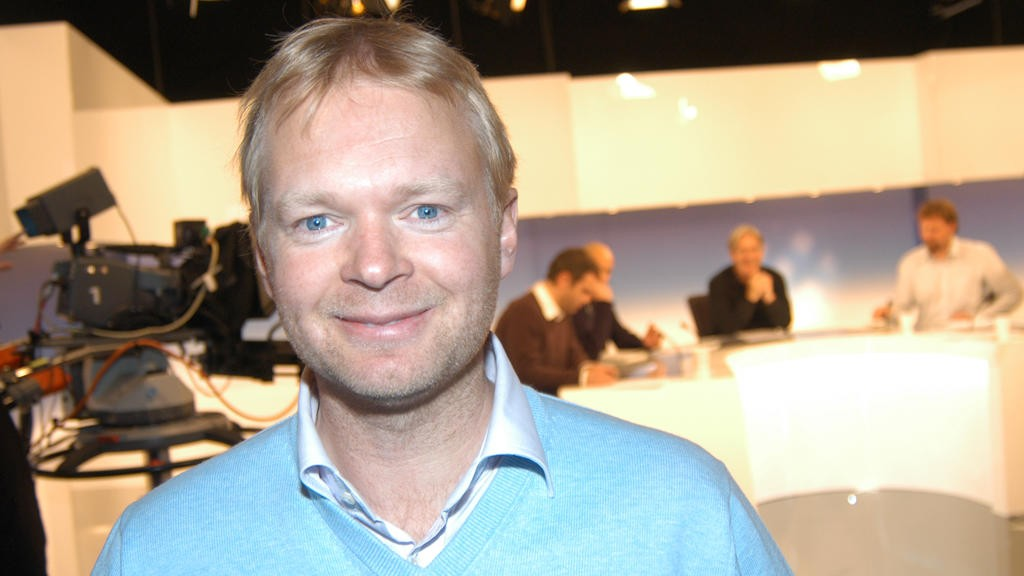BER OM UNNSKYLDNING: Nåværende sportsredaktør i TV 2, Vegard Jansen Hagen, lot mannlig ansatt fortsette i jobben i over et år til tross for at han ble varslet om seksuell trakassering. Nå ber han om unnskyldning. - Det er uholdbart og det er mitt ansvar, sier Hagen til DN.