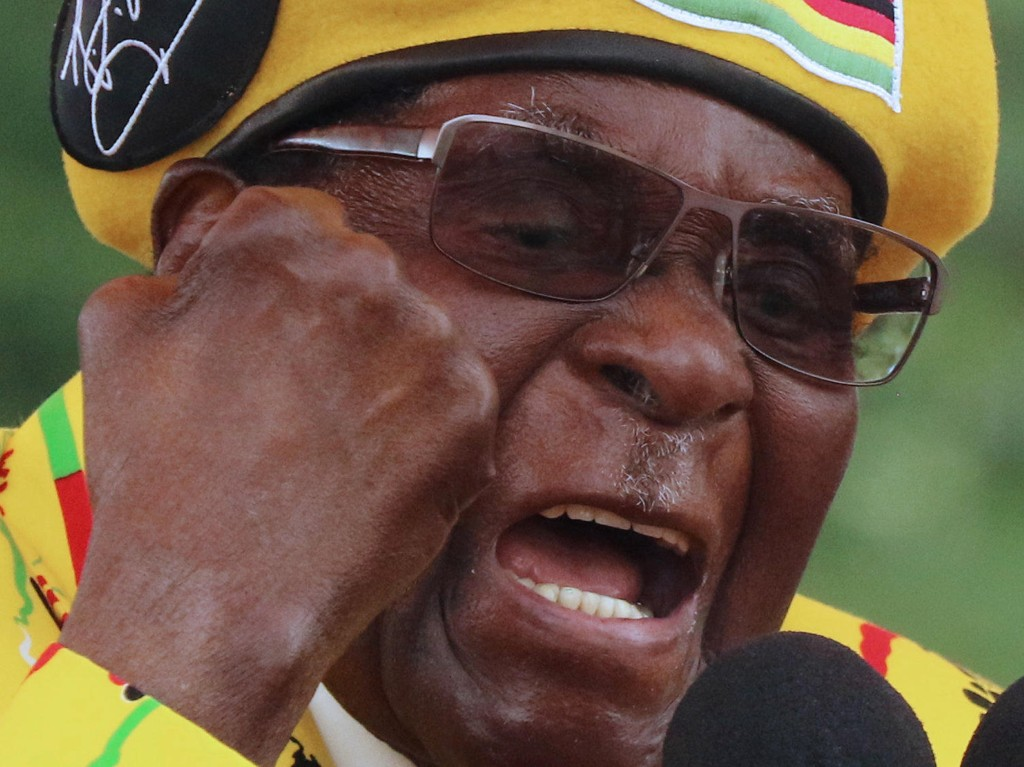 Robert Mugabe har vært Zimbabwes president siden 1987, etter først å ha vært statsminister. Bildet er fra et partiarrangement 8. november.