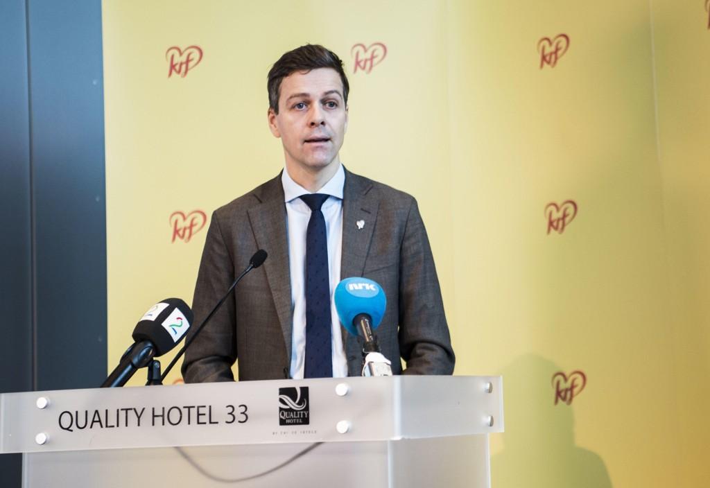 PENGEKNIPE: KrF-leder Knut Arild Hareide kan bli nødt til å betale en andel av stortingslønnen sin til partiet.