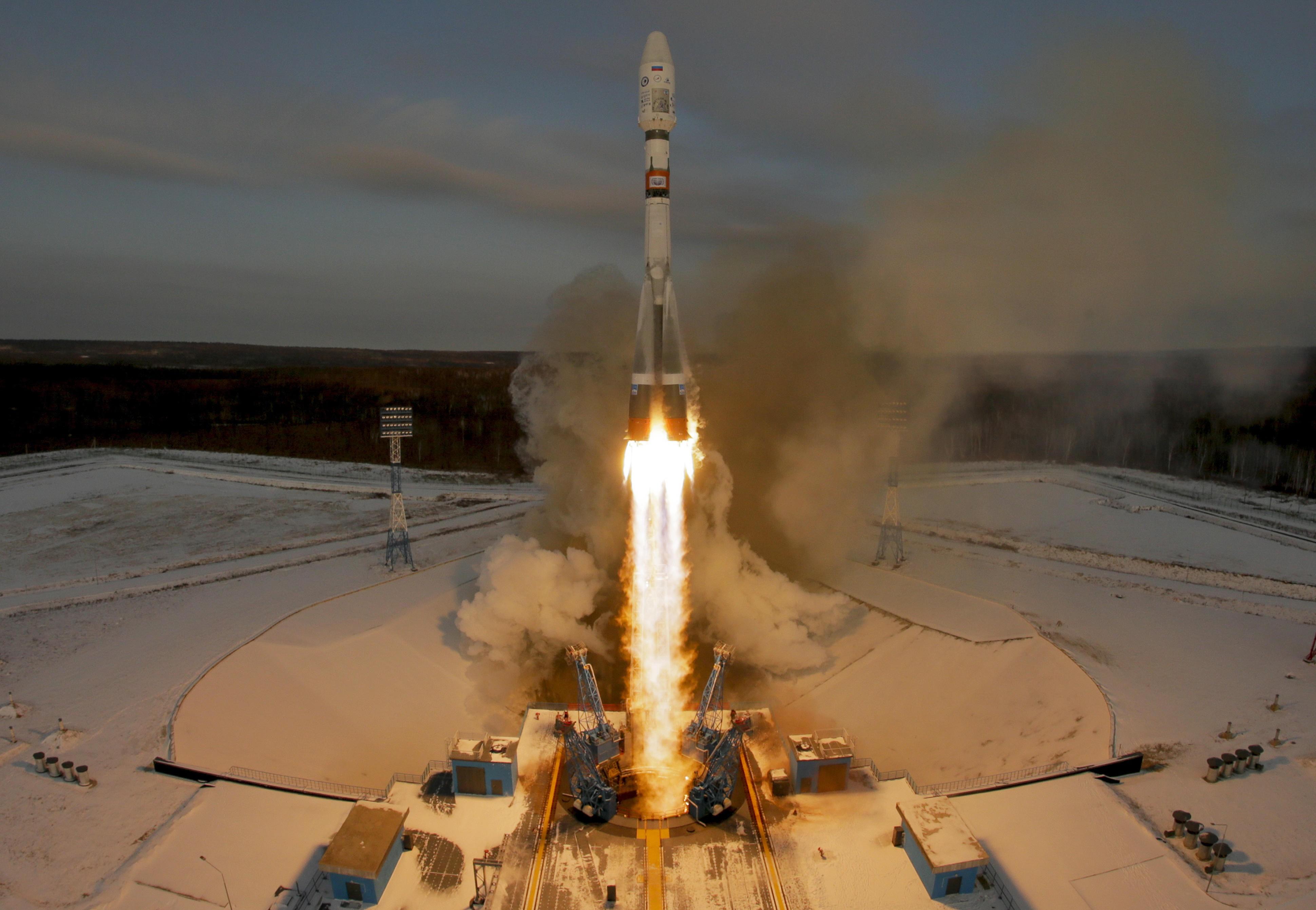 MISTET KONTAKTEN: En russisk Sojuz-rakett sendte en værsatellitt og 18 småsatellitter ut i bane tirsdag. Senere samme dag kom meldingen om at russiske myndigheter ikke fikk kontakt med værsatellitten.