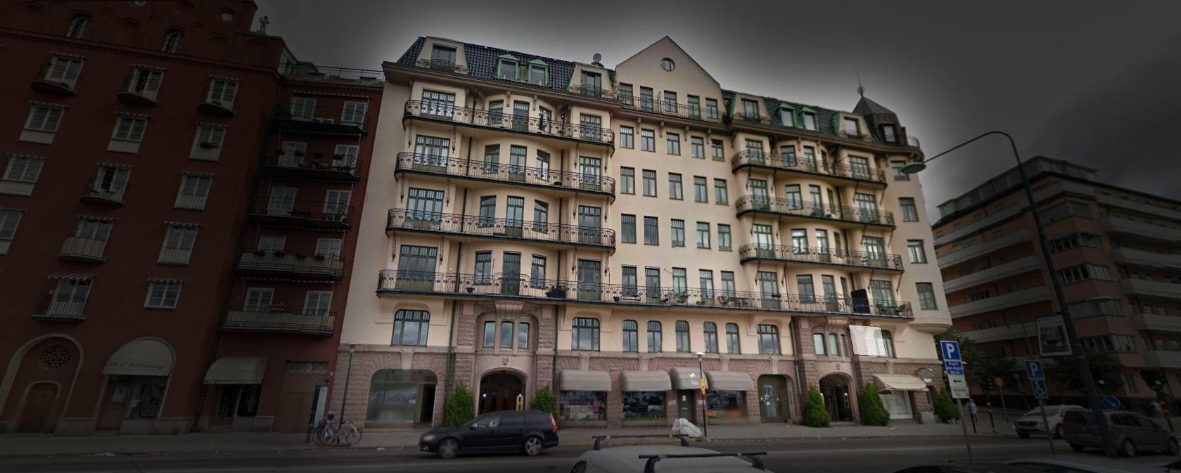 TRIPPELDRAP: Her, i Norr Mälarstrand 24 i Stockholm, gikk jurist og politiker Hjalmar Von Sydow inn døren for siste gang en ettermiddagen den 7. mars 1932. Han ble båret ut i likpose kort tid etter sammen med to kvinner. To til skulle dø innen kvelden var omme.