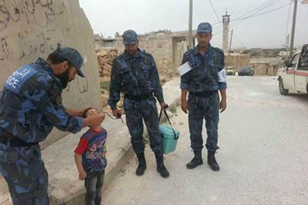 Illustrasjonsfoto: Det frie syriske politi (FSP) i arbeid våren 2014 i forbindelse med poliovaksinasjon av barn.
