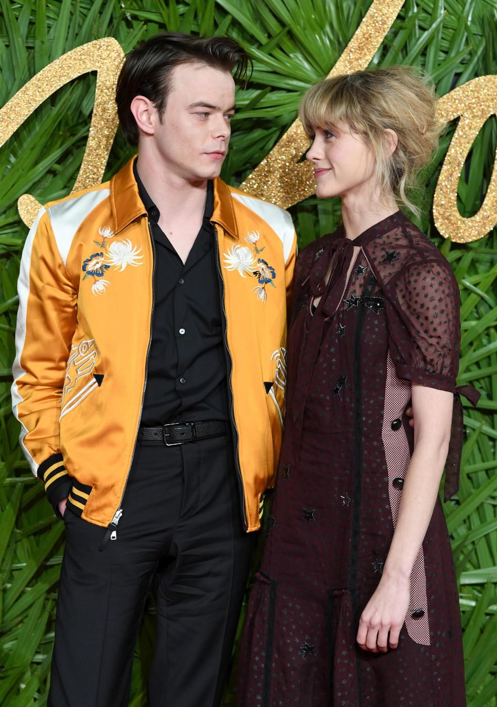 Natalia Dyer og Charlie Heaton viser seg frem sammen for aller første gang.