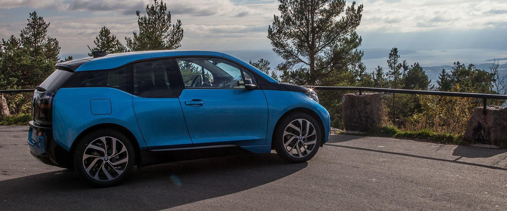 BMWs elbil i3 er en av Norges mest populære elbiler. Nå går produsenten i bresjen for å levere hurtigladestasjoner med en effekt på 450 kW. Det vil kunne lade kommende langdistanseelbiler på rundt 15 minutter.