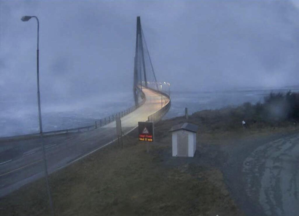 Illustrasjonsfoto: Slik så det ut ved fylkesvei 17 ved Helgelandsbrua. under stormen Ylva 23.11.17.