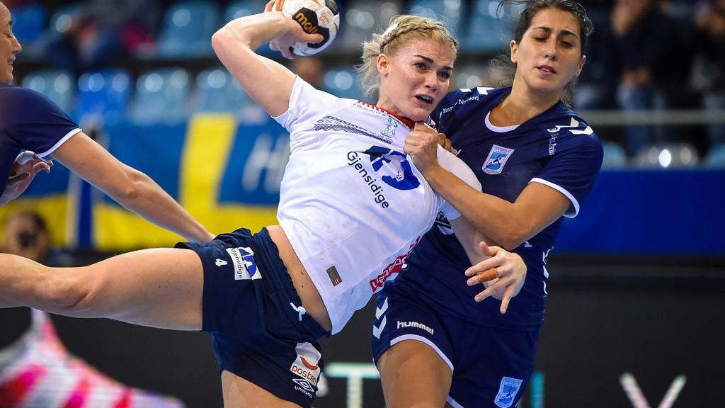 TØFFING: Veronica Kristiansen i hard duell.