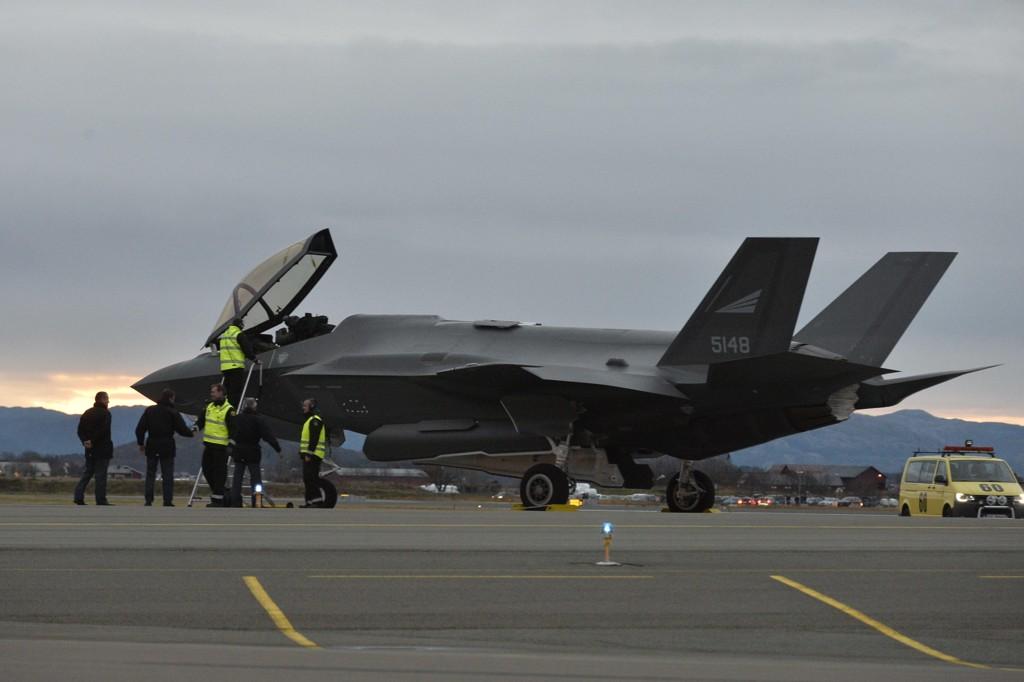 De tre første av i alt 52 norske F-35-flyene landet på Ørland hovedflystasjon i mai i år.