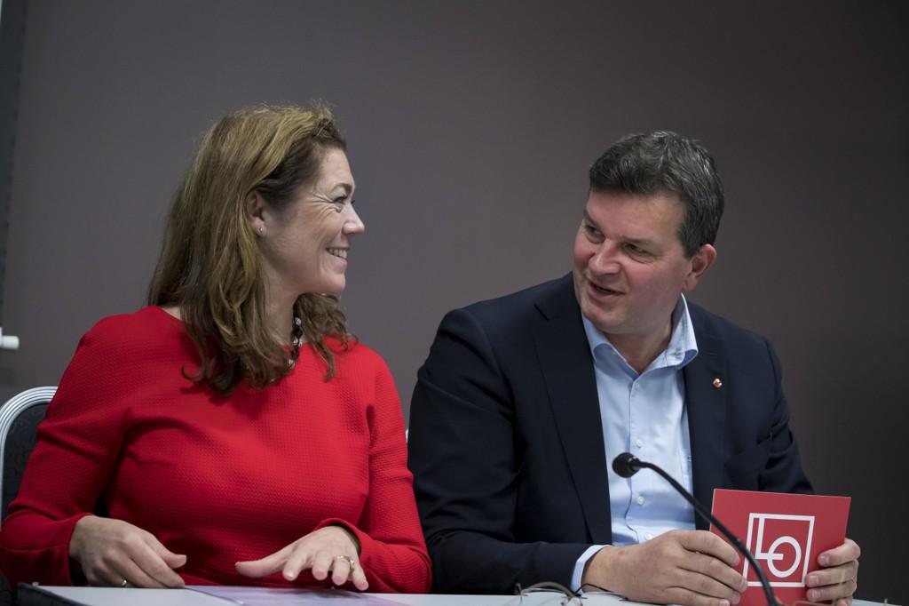 LO-leder Hans-Christian Gabrielsen og NHO-sjef Kristin Skogen Lund under pressekonferansen om evalueringen av AFP ordningen torsdag.