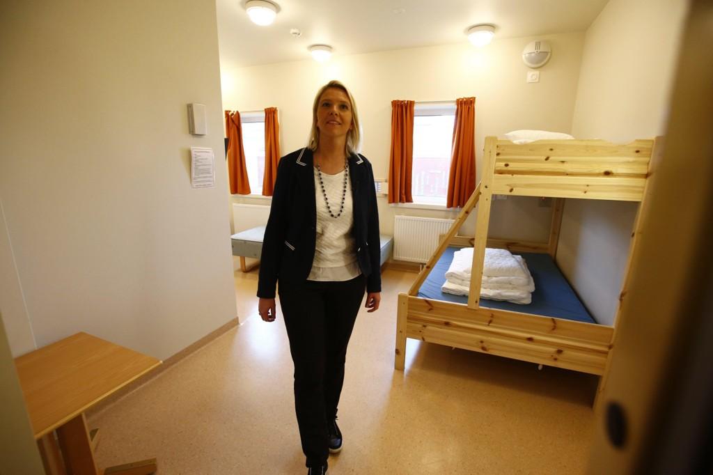 Minister imigracji i integracji Sylvi Listhaug odwiedza zamknięty ośrodek dla uchodźców w Trandum (kwiecień 2016).