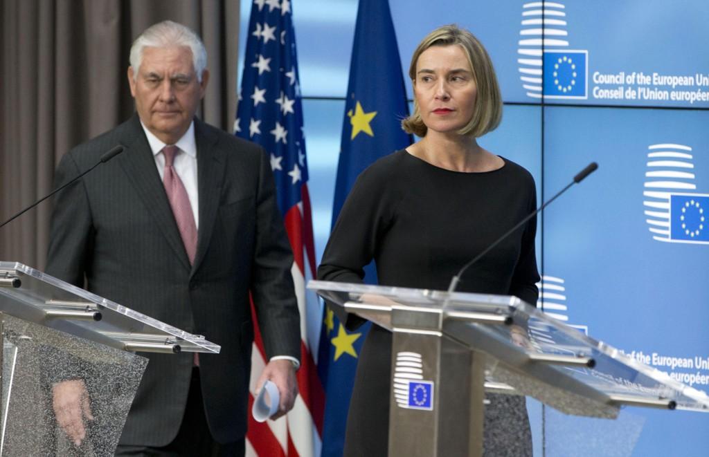BEKYMRET: EUs utenrikssjef Federica Mogherini hadde besøk av USAs utenriksminister Rex Tillerson i Brussel tirsdag.