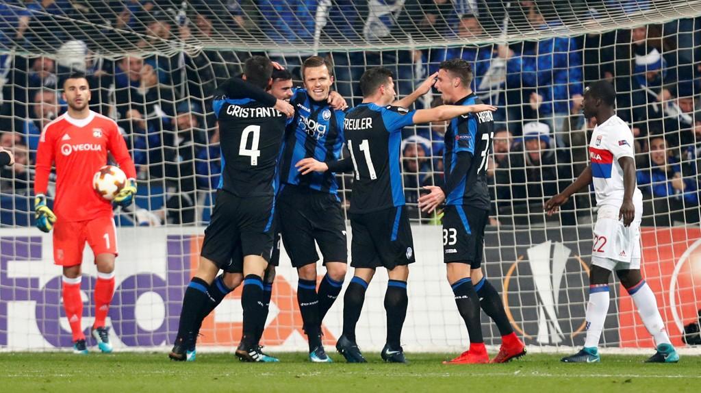 JUBEL: Atalanta-spillerne jubler etter at Andrea Petagna har sendt laget i ledelsen hjemme mot Lyon.