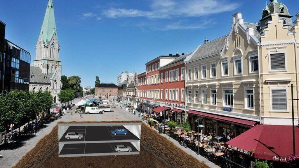 UNDER TORGET: Et parkeringshus med over 400 parkeringsplasser er bygget under torget i Kristiansand sentrum. Dermed kan gateparkeringsplasser fjernes uten en storm av klager fra bilistene.